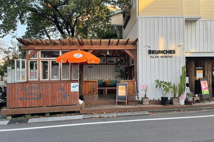 辻堂のカフェ『BRUNCHES ブランチーズ』の店舗外観