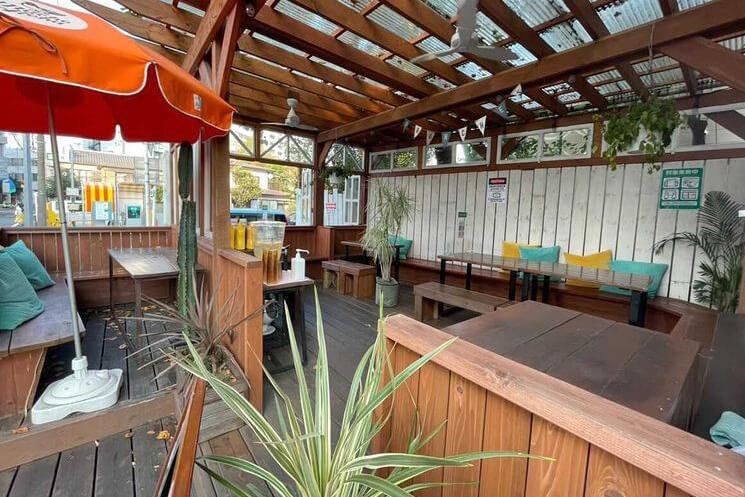 辻堂のカフェ『BRUNCHES ブランチーズ』のオープンテラス