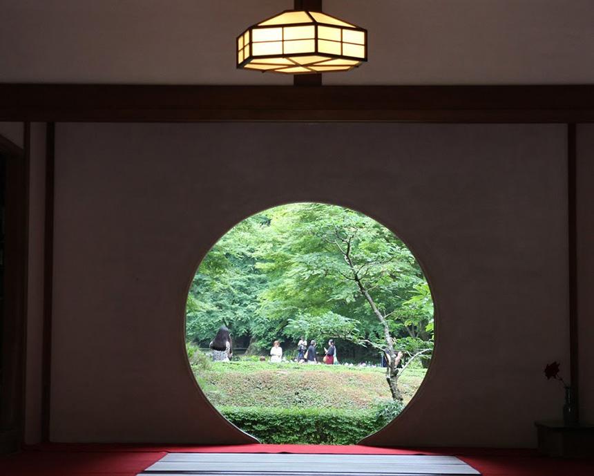 方丈の丸窓
