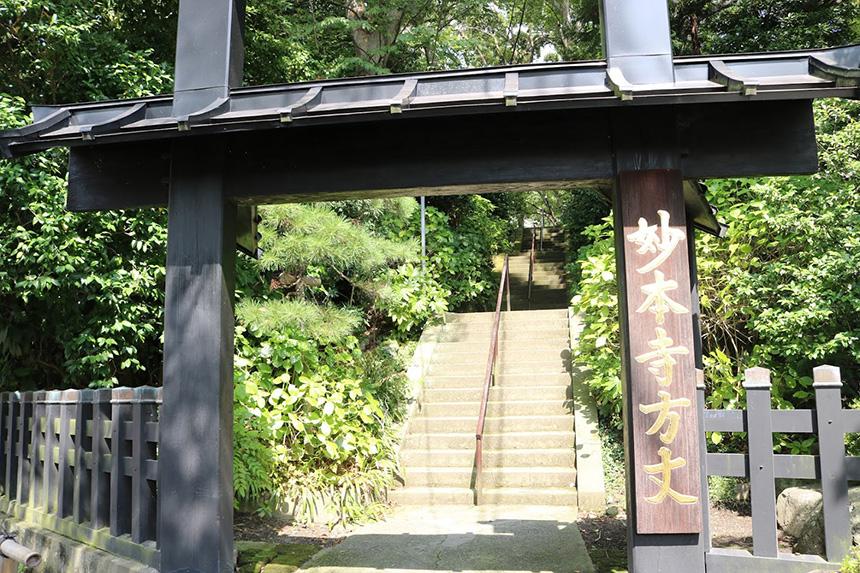 鎌倉・妙本寺の方丈門