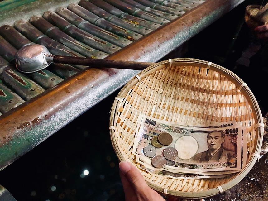 霊水で清めたお金