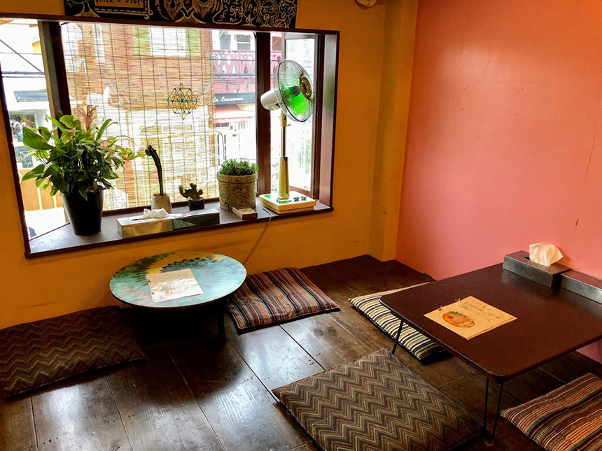 茅ヶ崎のアジア・エスニック料理『いただきます食堂』の店内
