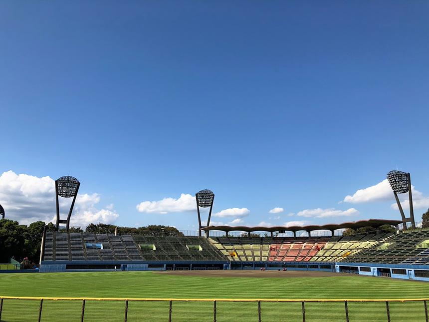 平塚総合公園のスタジアム球場内