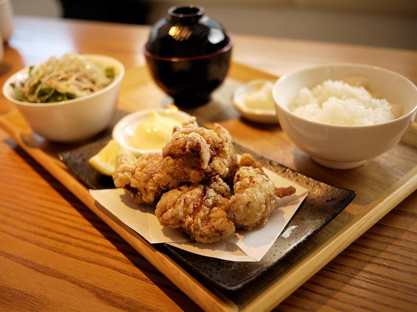 藤沢・讃岐うどん『White Room(ホワイトルーム)』の唐揚げ定食
