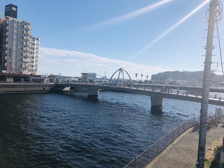 江ノ島のカフェレストラン『ラッキー・ミール・マーメイド』から眺める江ノ島