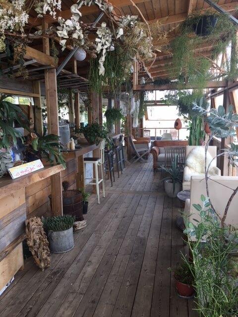 江ノ島『SUNCAFE PARADISE(サンカフェパラダイス)』の店内