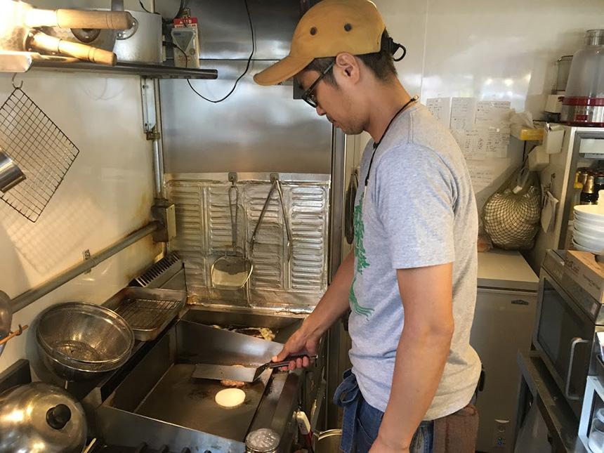 藤沢のハンバーガー・カフェ『GRABS(グラブス)』のキッチン