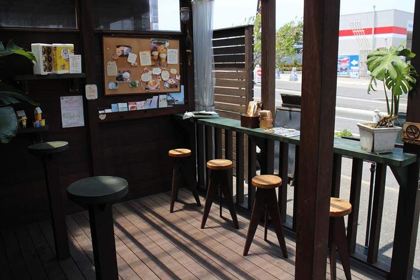 鵠沼海岸『ヒロホームメイドアイスクリーム(Hilo Homemade Ice Cream)』のテラス席