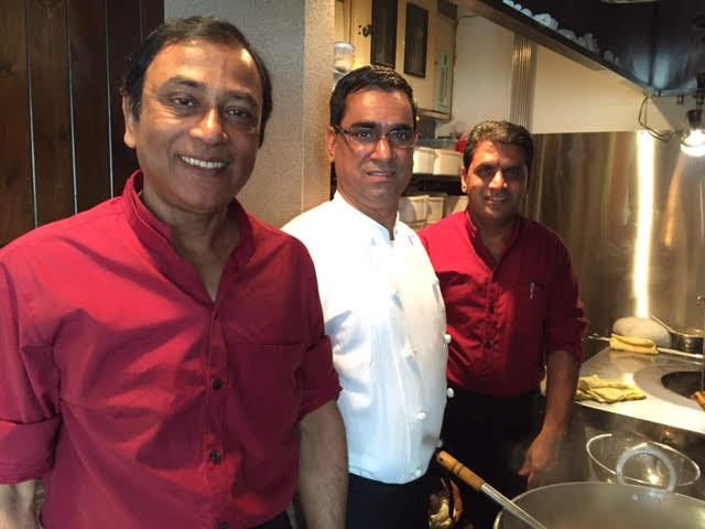 左からラタンさん、パディリさん、モハンさん