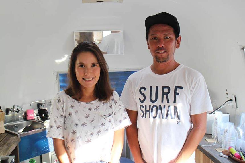 鵠沼海岸のスムージーカフェ『MOANI』オーナーの高橋さん夫妻