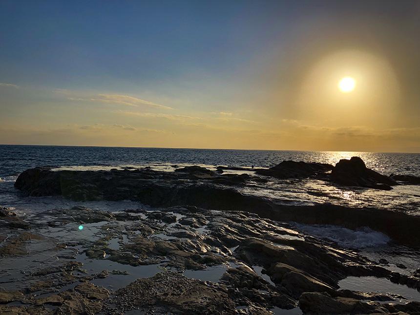 裏磯から眺める江ノ島の夕日