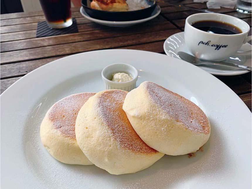 鵠沼海岸のパンケーキカフェ『PCH Coffee』のリコッタスフレパンケーキ