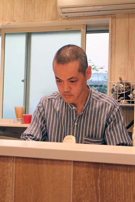 鵠沼海岸のパンケーキカフェ『PCH Coffee』店主の長谷川さん