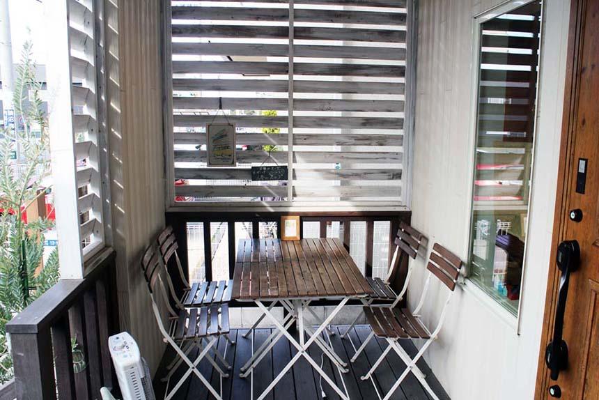 鵠沼海岸のパンケーキカフェ『PCH Coffee』のテラス席