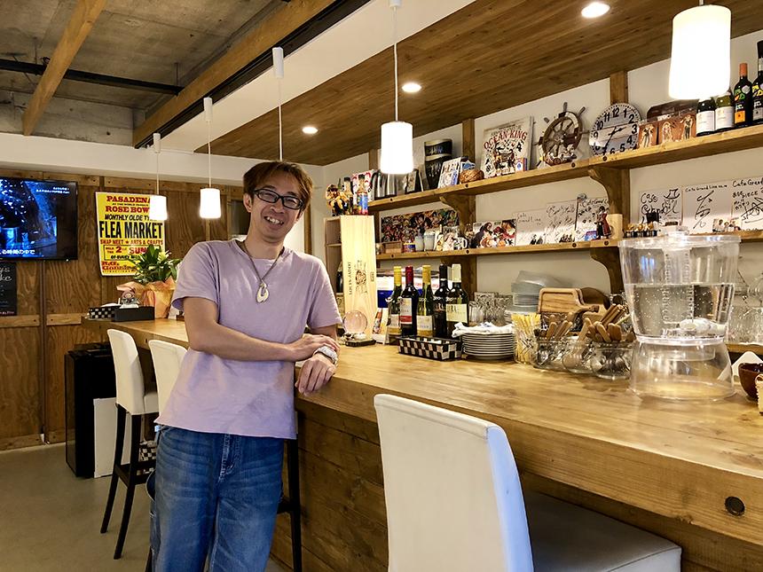 湘南・江ノ島のカフェダイニング『Cafe Grand Line (カフェグランドライン)』店主の岩崎さん