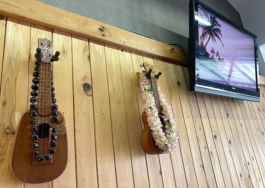 ハワイアン料理『カハナズ鎌倉』のウクレレ