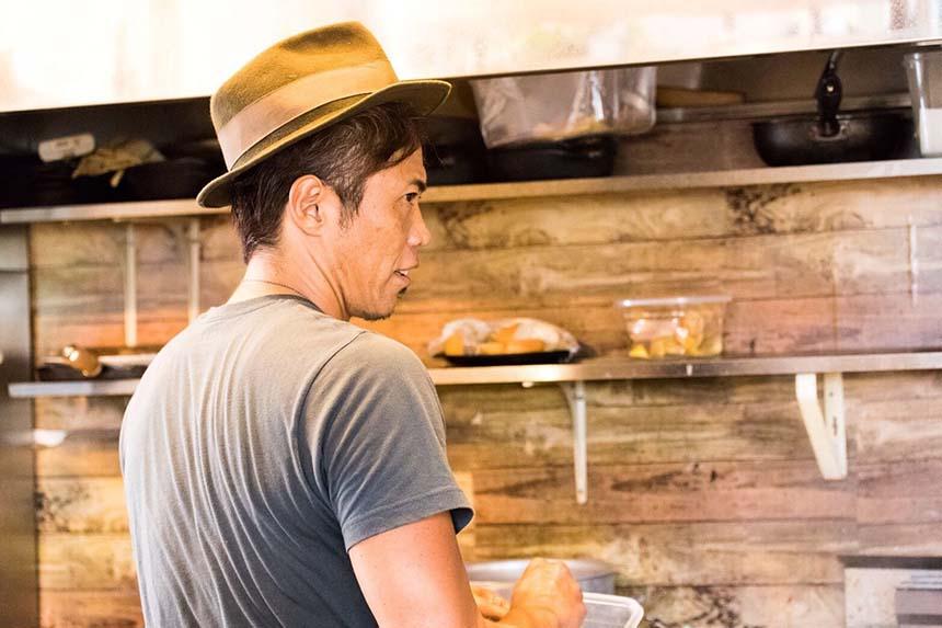 辻堂でランチ『ON THE PIG`S BACK (オンザピッグズバック)』のシェフ、吉田宏介さん