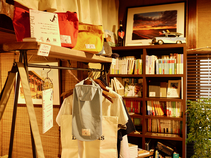 江ノ島のカフェ『腰越珈琲』の店内の様子