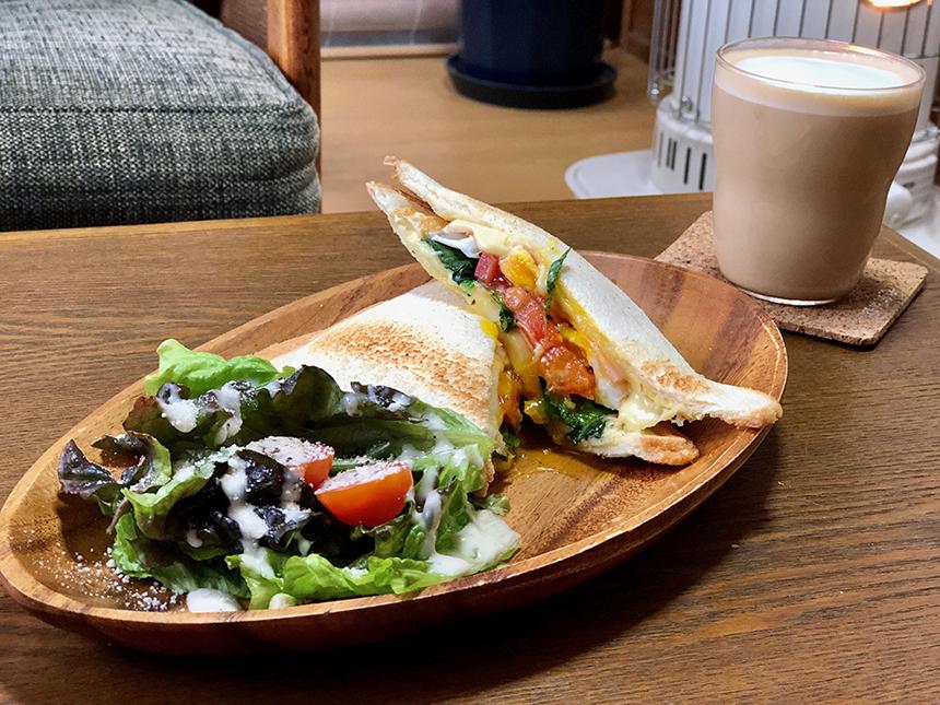ノ島のカフェ『腰越珈琲』のホットサンド
