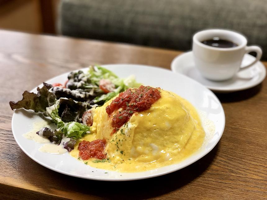 ノ島のカフェ『腰越珈琲』のオムライス