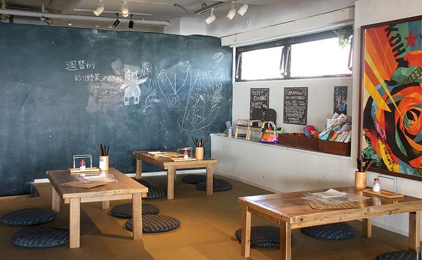 鎌倉・材木座のレストラン『キコリ食堂』にある大型黒板