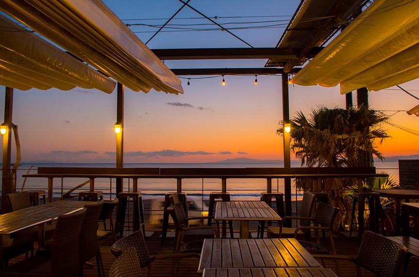 鎌倉・材木座のレストラン『キコリ食堂』のテラス席