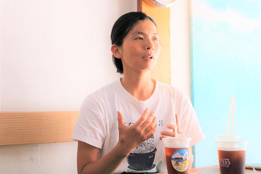 鵠沼海岸のカフェ・ナミニココーヒーのオーナー里美さん