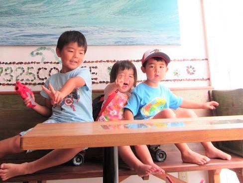 鵠沼海岸のカフェ・ナミニココーヒーのオーナーの子供達