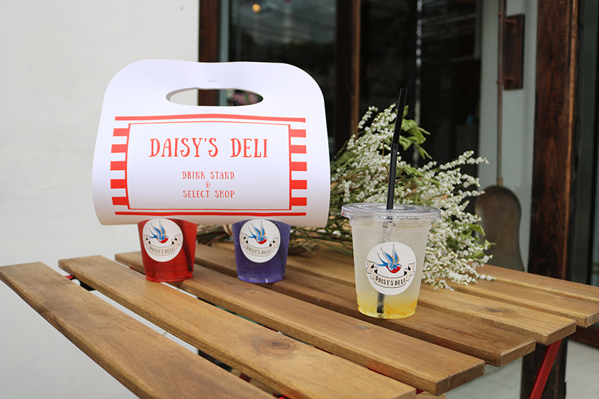 藤沢のギフトショップ『DAISY'S DELI(デイジーズデリ)』のカフェスペース