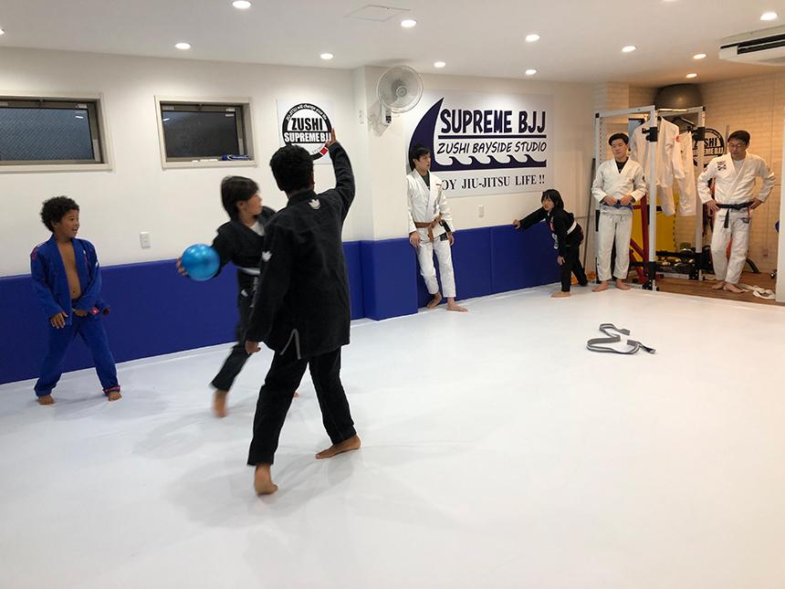 柔術を学ぶ子ども達
