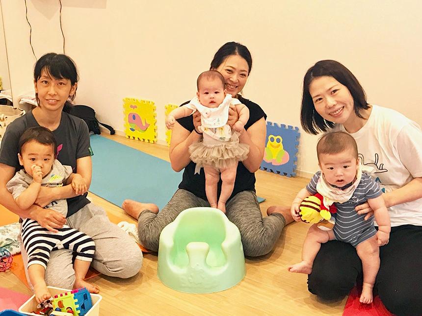 ママヨガ with ベビー&キッズクラスのママと赤ちゃん