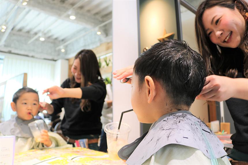 diar藤沢でヘアカットしている子ども