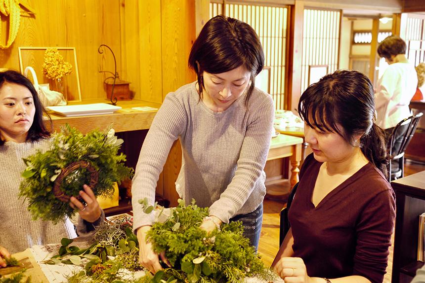 クリスマスリース作りの講師、Yukiさん