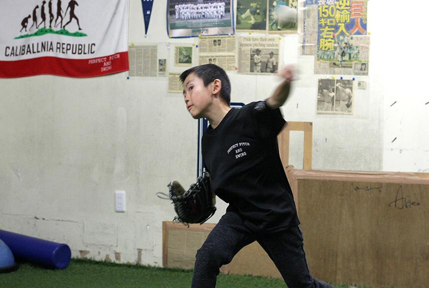 藤沢・野球塾で練習する子ども