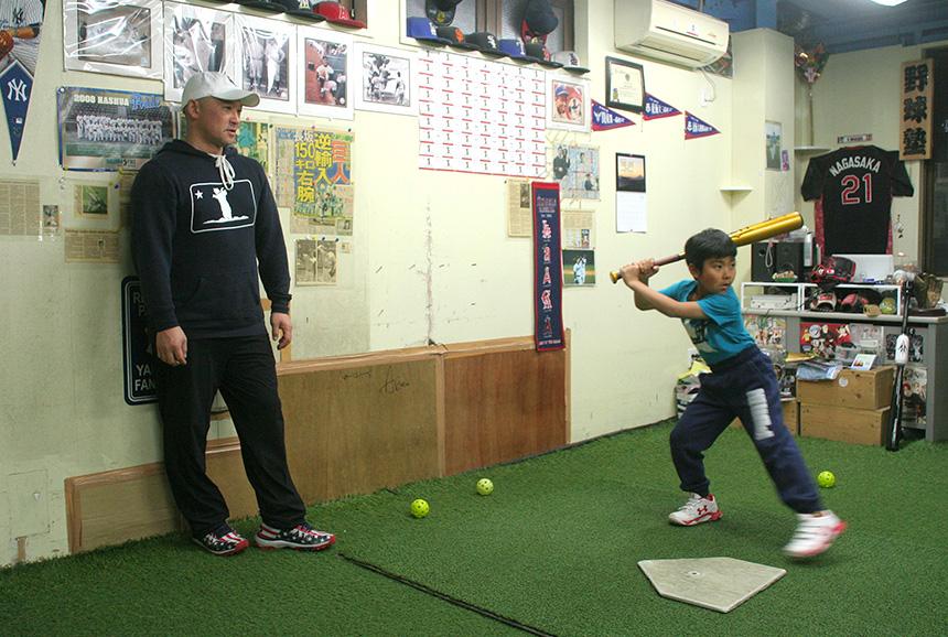 藤沢・野球塾を主宰する長坂さんによるバッティング練習