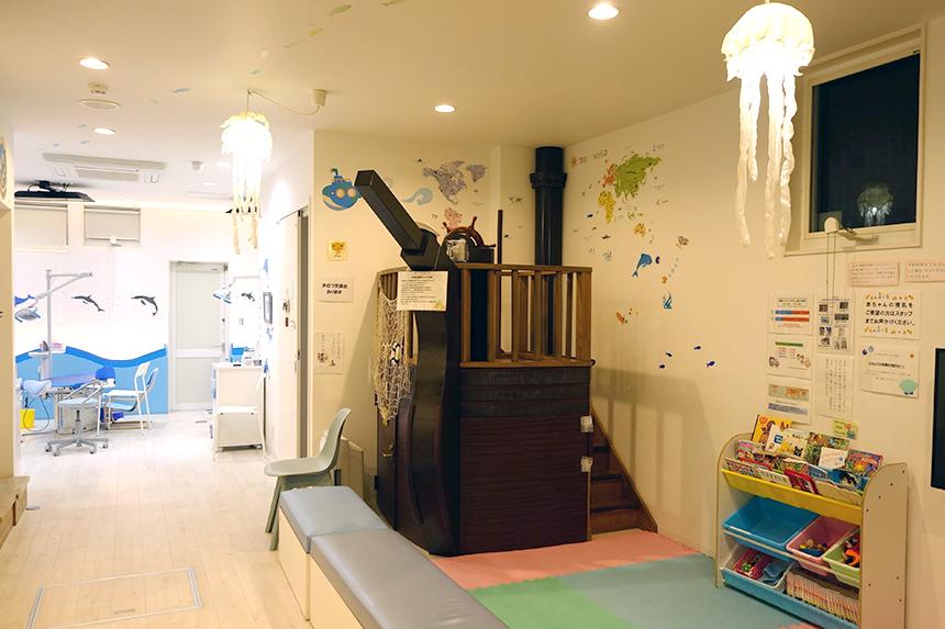 葉山こどものための歯医者さんのキッズスペース奥の診察スペース
