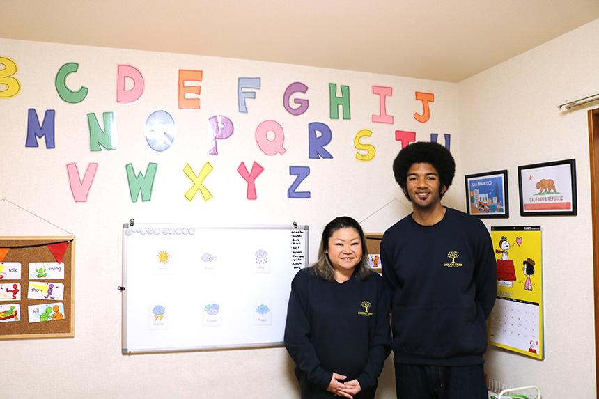 鵠沼海岸の英会話教室『Dream Tree English』のネイティブ講師と日本人講師