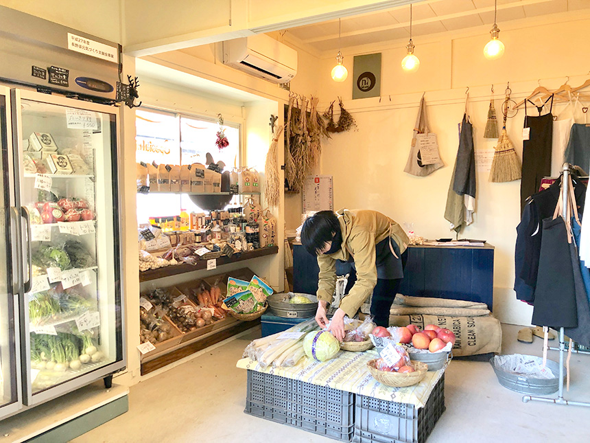 江の島片瀬の無農薬野菜『Tiny Store(タイニー・ストアー)』の店内
