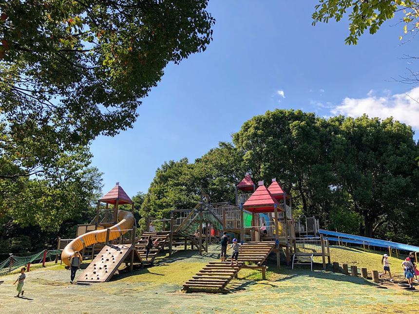 平塚市総合公園で遊ぶ子ども
