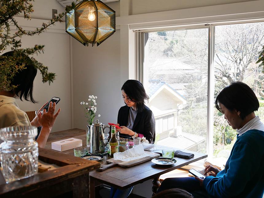 鎌倉コワーキングハウスでくつろぐ子育てママ
