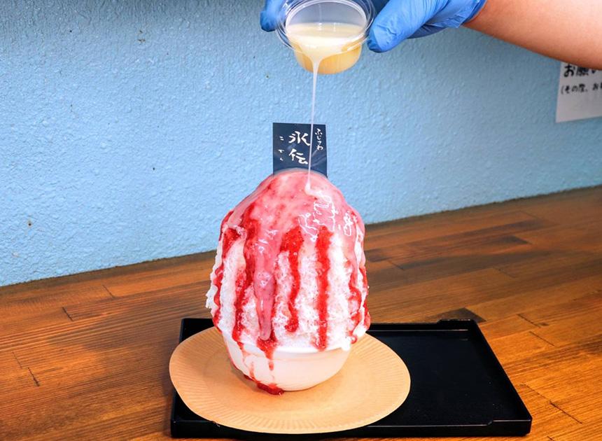 練乳たっぷりの苺のかき氷