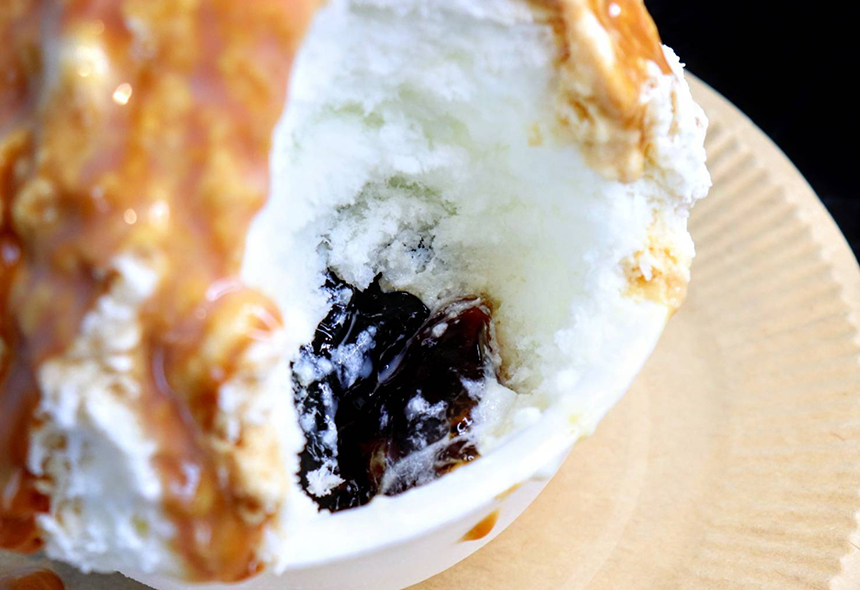 コーヒーゼリーの入ったキャラメルマキアートのかき氷
