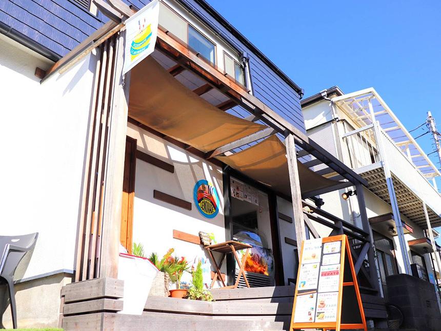 自然派ジェラートアイスの『腰越レモネード』の店舗外観
