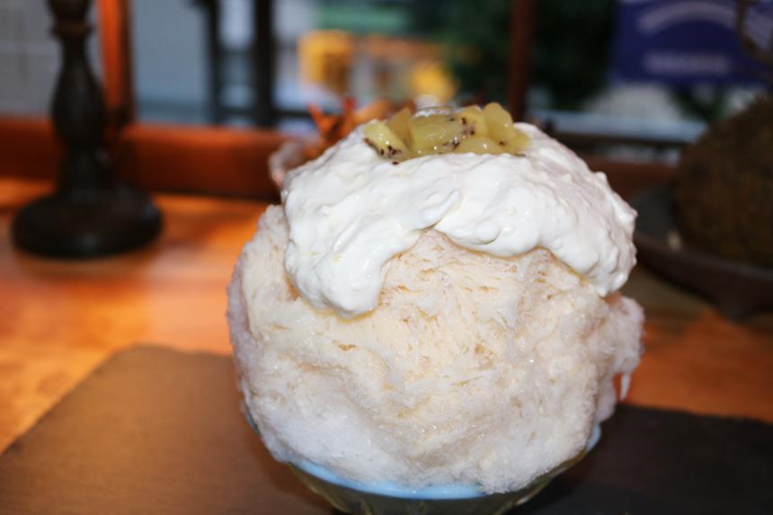 キウイミルククリームチーズかき氷のアップ