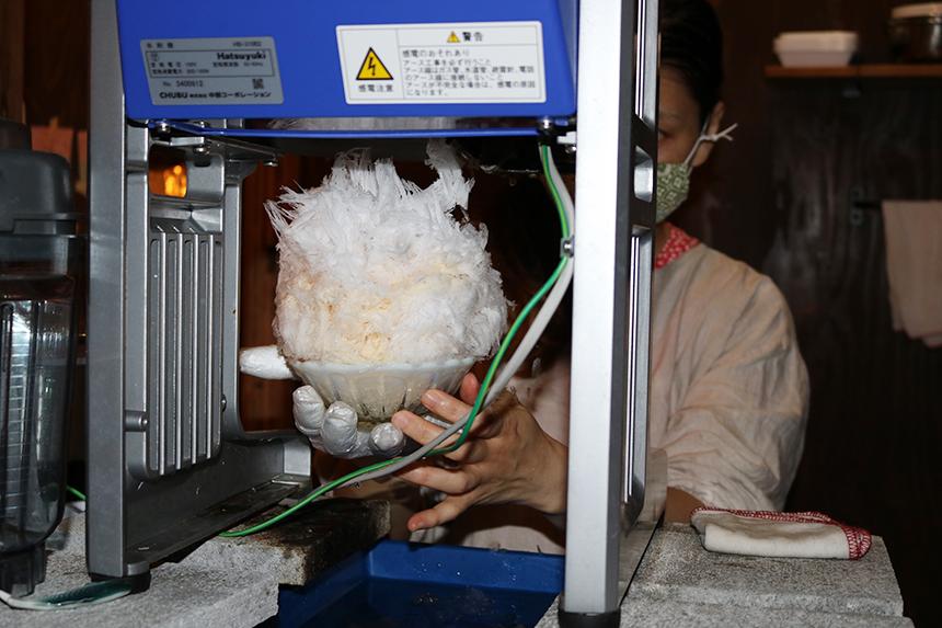 天然氷で作るかき氷