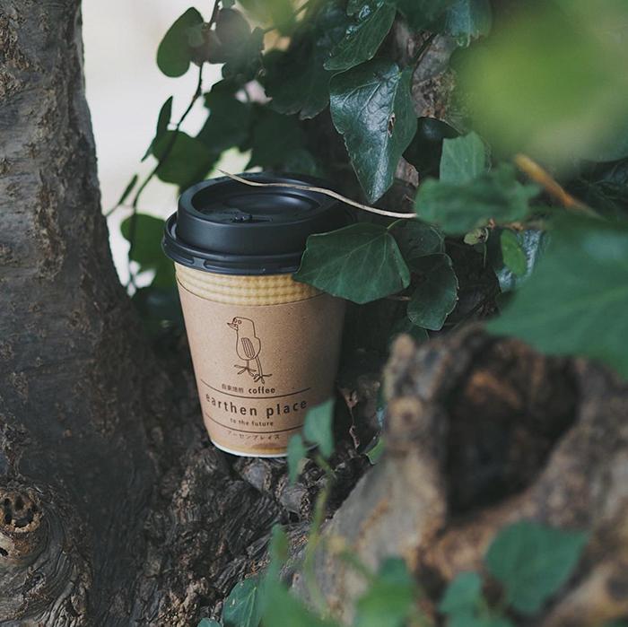 葉山・湘南国際村のカフェ『アーセンプレイス』のカップホルダー