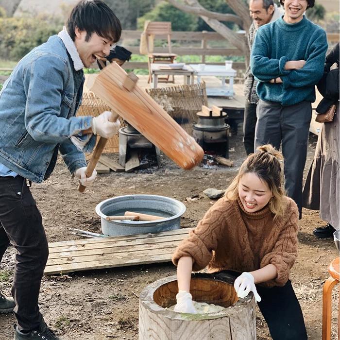 葉山・湘南国際村のカフェ『アーセンプレイス』の餅つき