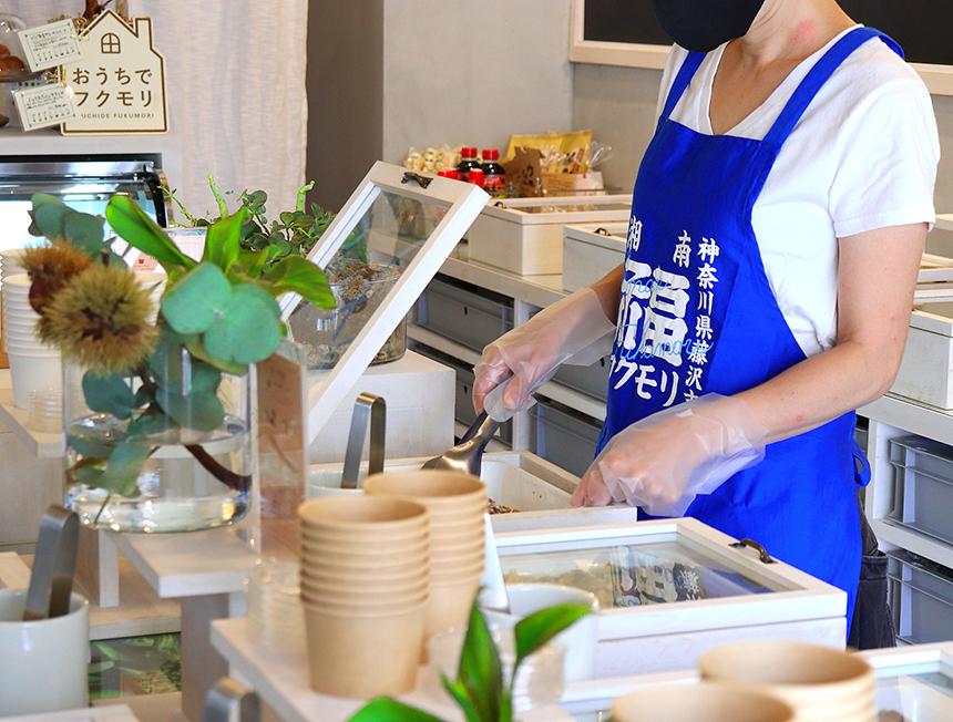 辻堂のお惣菜、お弁当のテイクアウト専門店『湘南フクモリ』のスタッフ