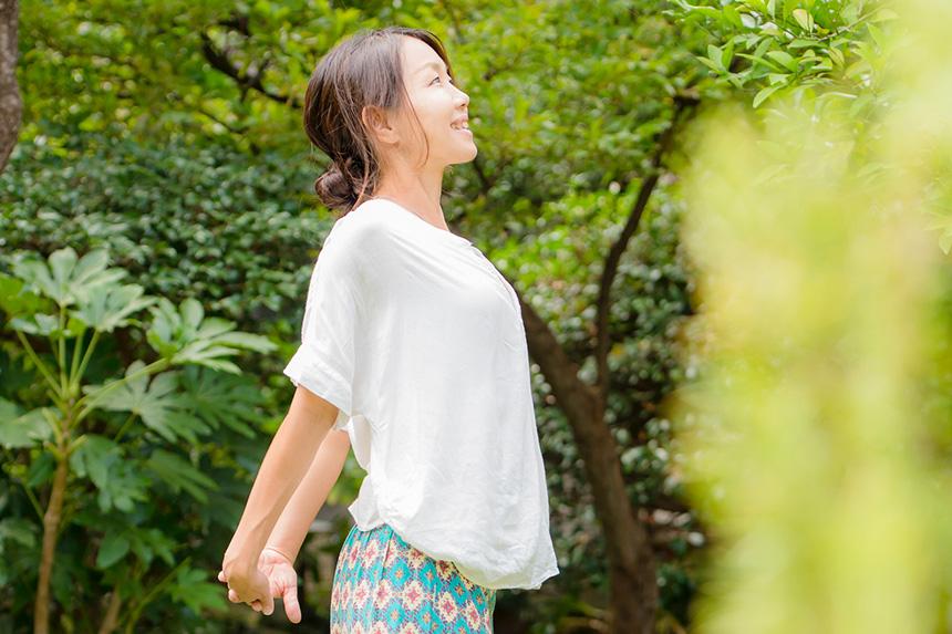 逗子・鎌倉で子連れOKのママ向けヨガレッスンを主宰する鈴木理佐さん