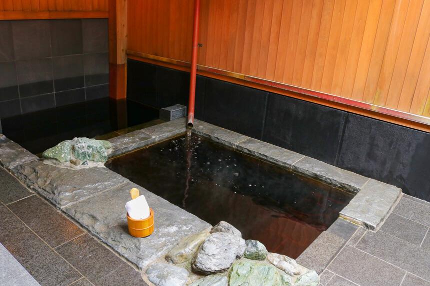 稲村ヶ崎温泉の家族風呂のぬるめの源泉